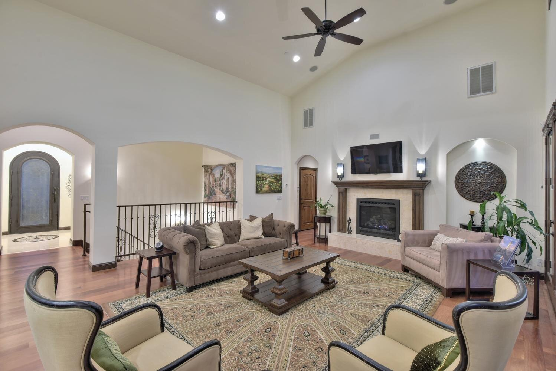 16021 Winterbrook Rd Los Gatos-large-013-006-Living Room-1498x1000-72dpi.jpg