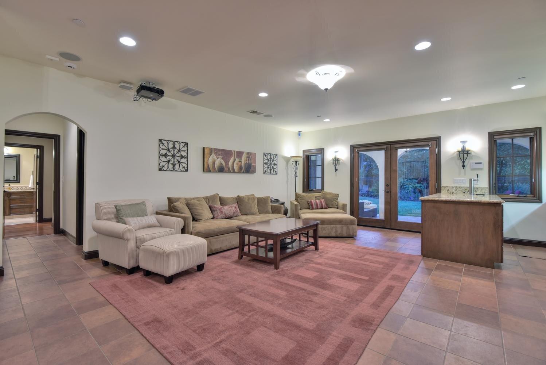 16021 Winterbrook Rd Los Gatos-large-023-007-Family Room-1498x1000-72dpi.jpg