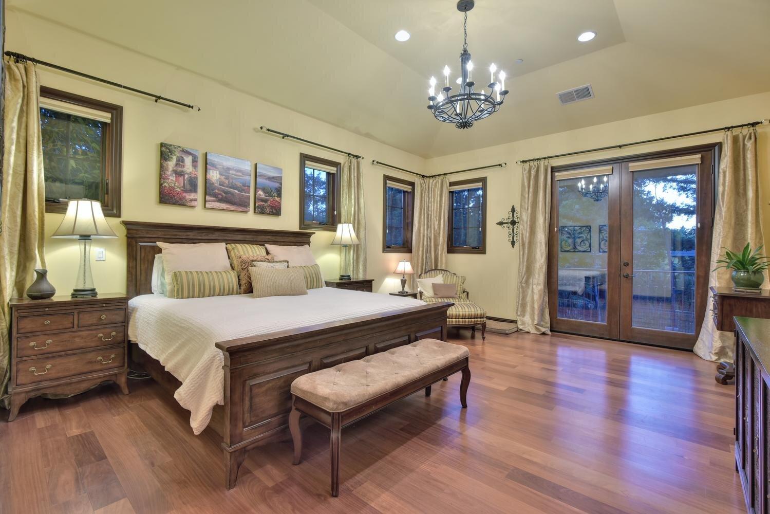 16021 Winterbrook Rd Los Gatos-large-034-024-Master Bedroom-1500x1000-72dpi.jpg