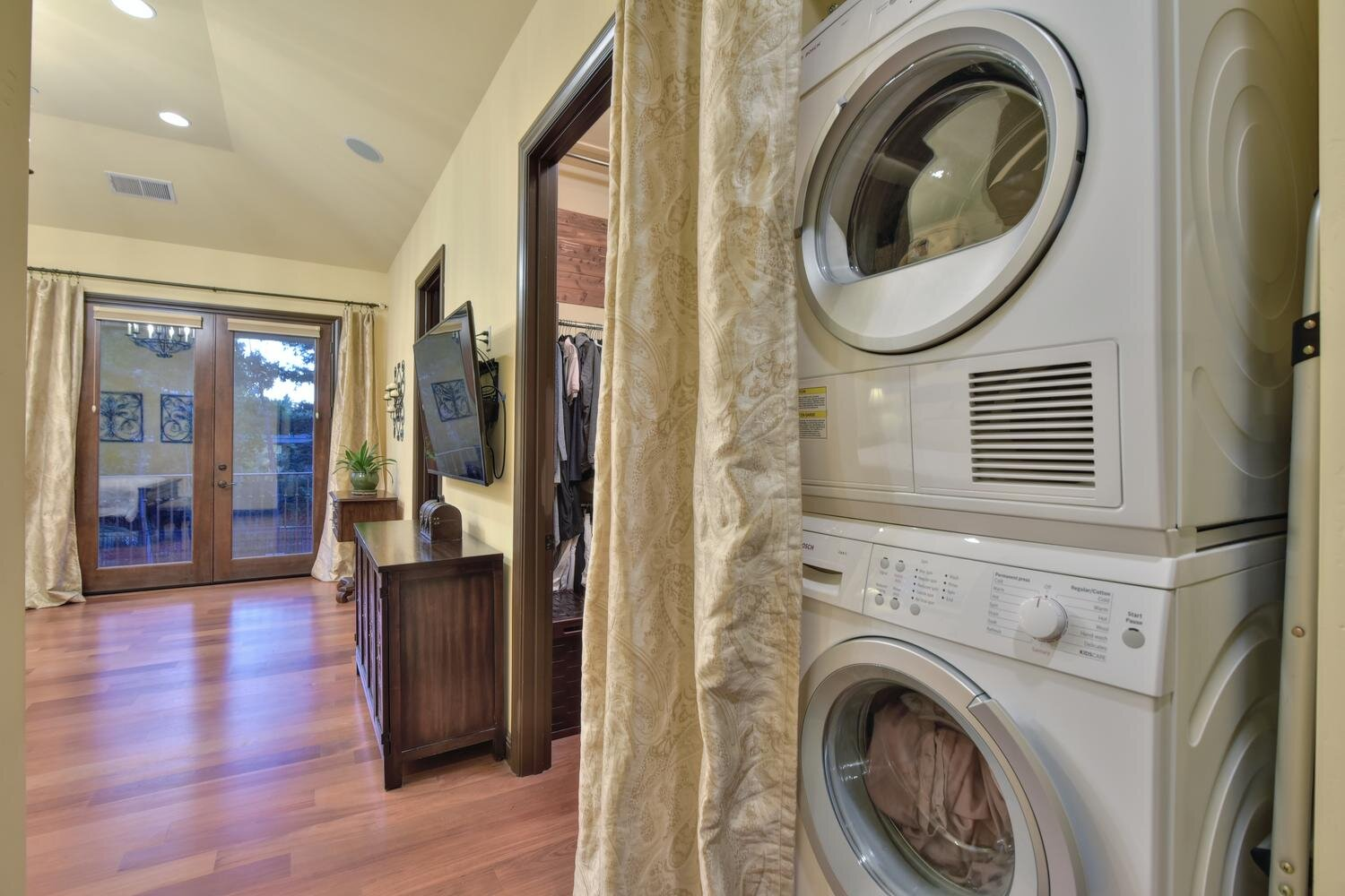 16021 Winterbrook Rd Los Gatos-large-036-018-Laundry Area in Master Bedroom-1500x1000-72dpi.jpg