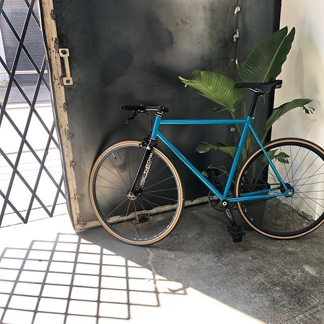 With Berkeley being a bike-lovin' town, we were stoked when @missionbicycle rolled thru with their newest frame, The Stinson. Loving the sleek design! #bts #missionbicycle #supportlocalbusinesses #bikemoredriveless #cielcreativespace