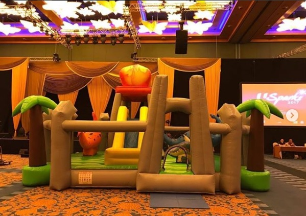 Worried about your birthday party? we provide services like: chair rentals,water slides,cotton candies,concession machines,obstacle course and lots more for your block parties. At active interactions,our goal is to make you happy.   Size:L700 x B600 x H400cm