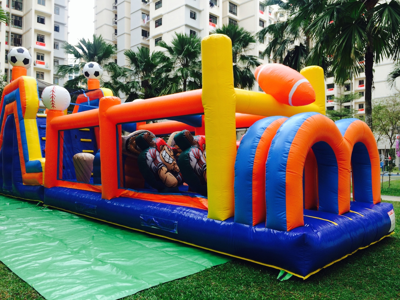 At active interactions,we have large and medium size castle for your birthday party and family day out. We fit your play area with our exciting ball pit that keeps everyone entertained for hours.   Size : L1200X W300 X H300cm