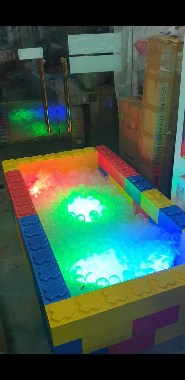 Suitable For :  - Indoor/Outdoor : Yes  - No power point needed : Yes  - Ultra Shine Technology : Yes  - Works even under bright light : Yes  - Safe for kids : Yes