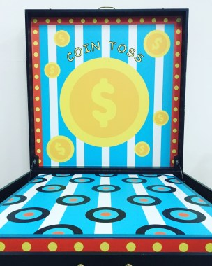 Toss the coins on to the targets on the board with accuracy and stand a chance to win some prizes!