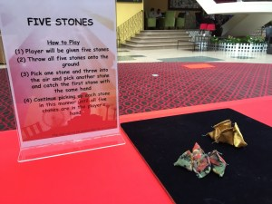 Have your hand at five stones, if you think you have the fastest hands go ahead and try this game.
