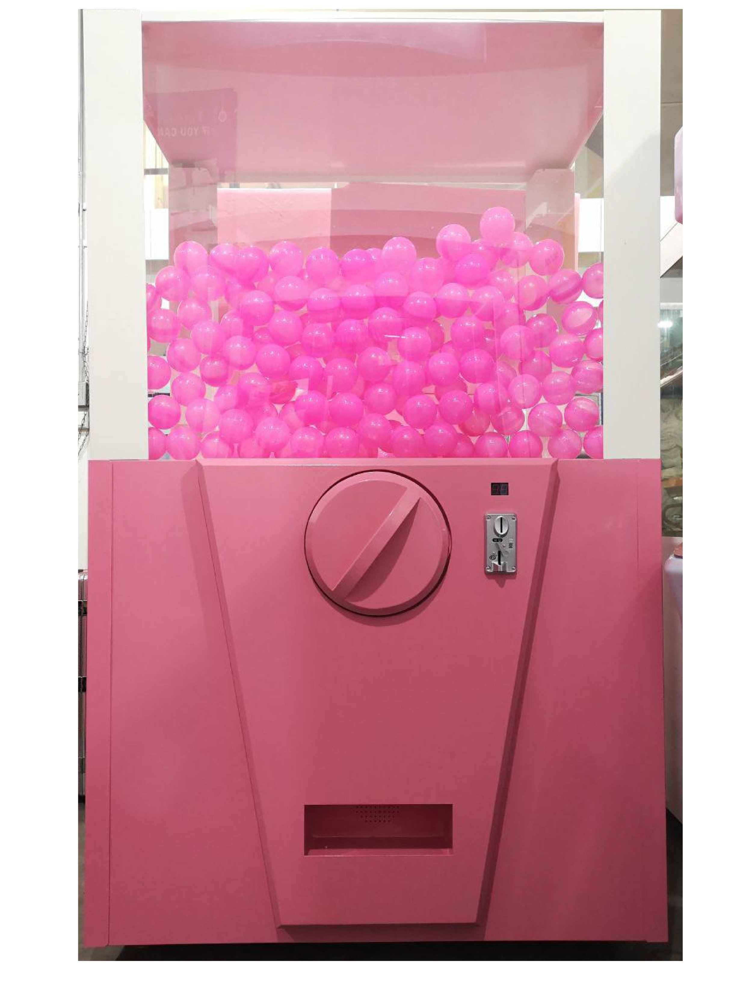 Test your luck with this capsule ball machine and see what prizes you will get!