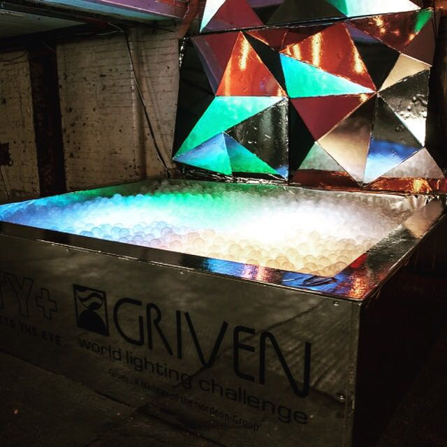 Want to bring your party to the next level? Look no further, we have your solution right here with our LED Ball Pit!