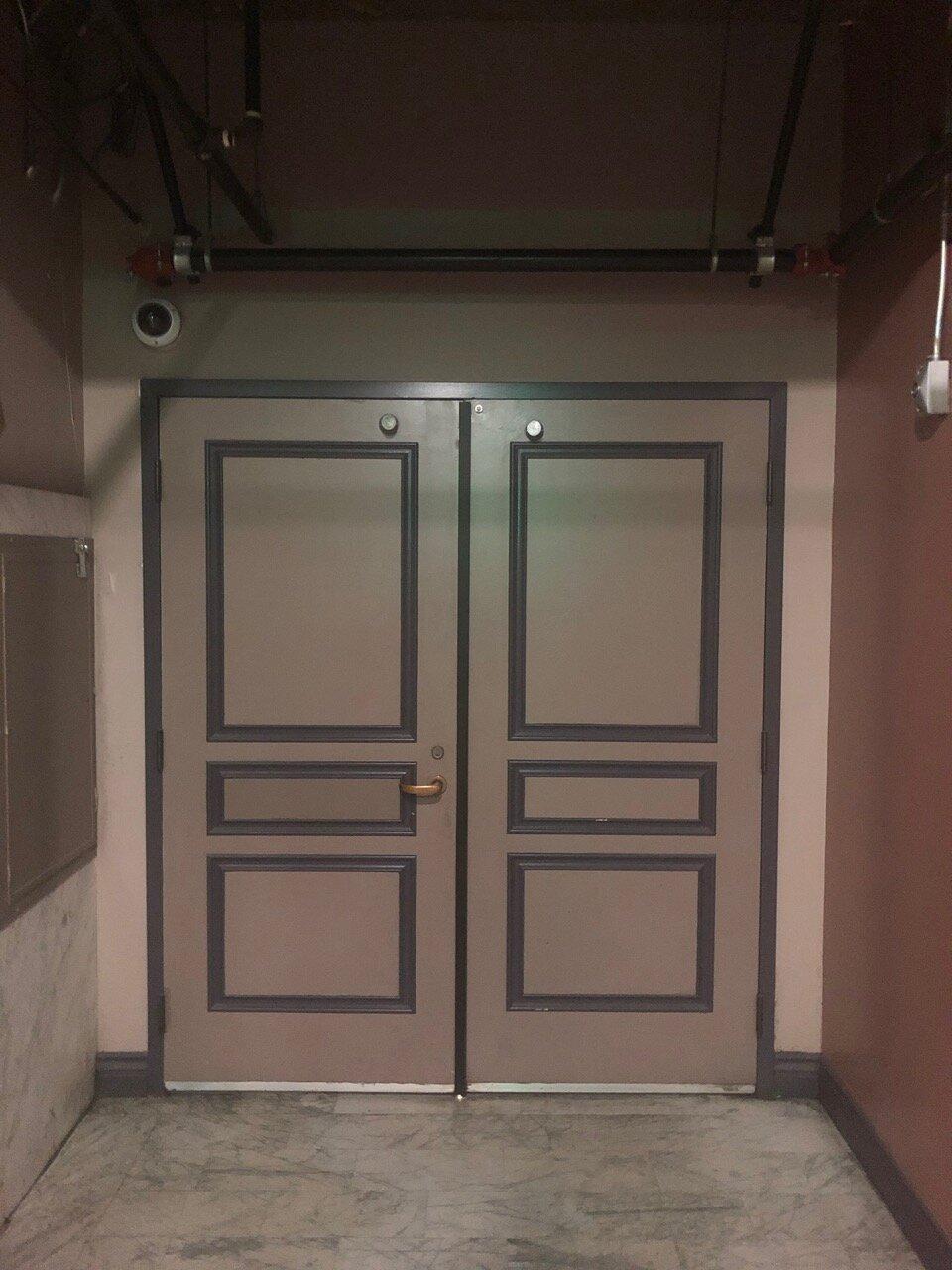13th Fl Double Doors