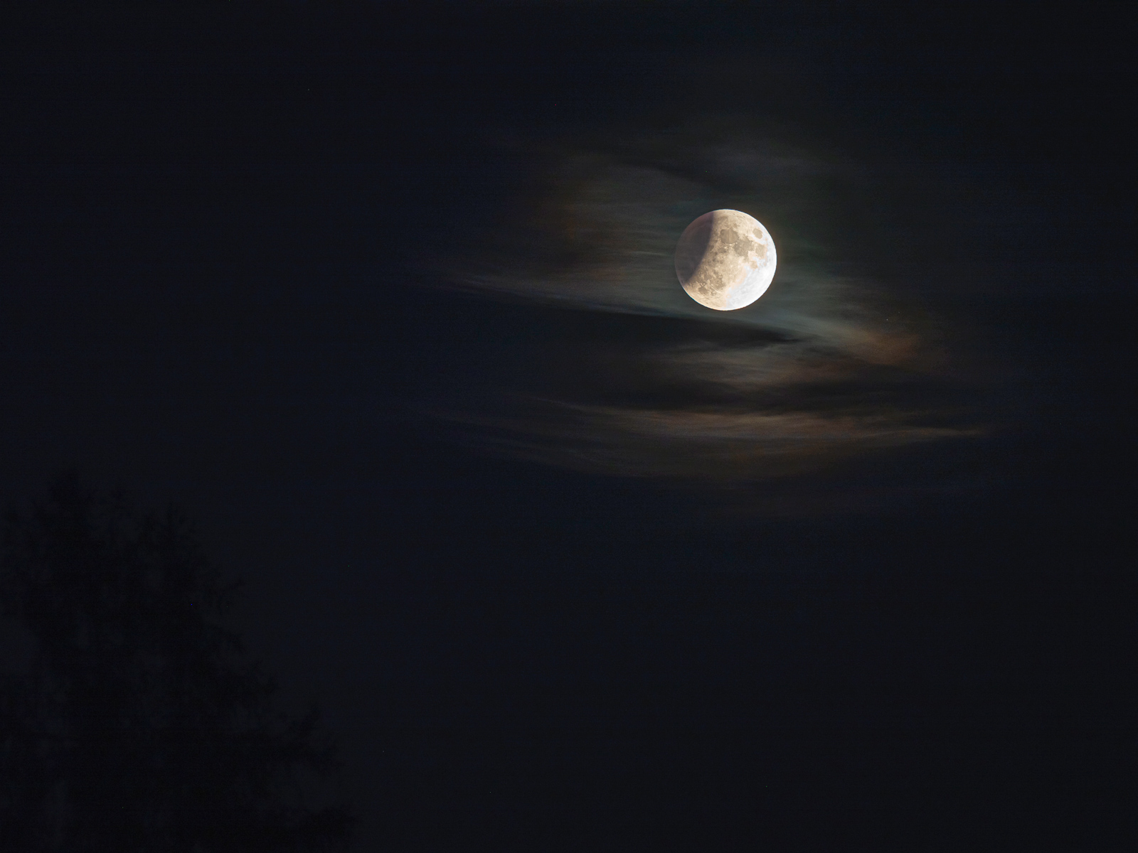 Partial Lunar Eclipse 3 - the dark side of the moon - Stäfa, Switzerland