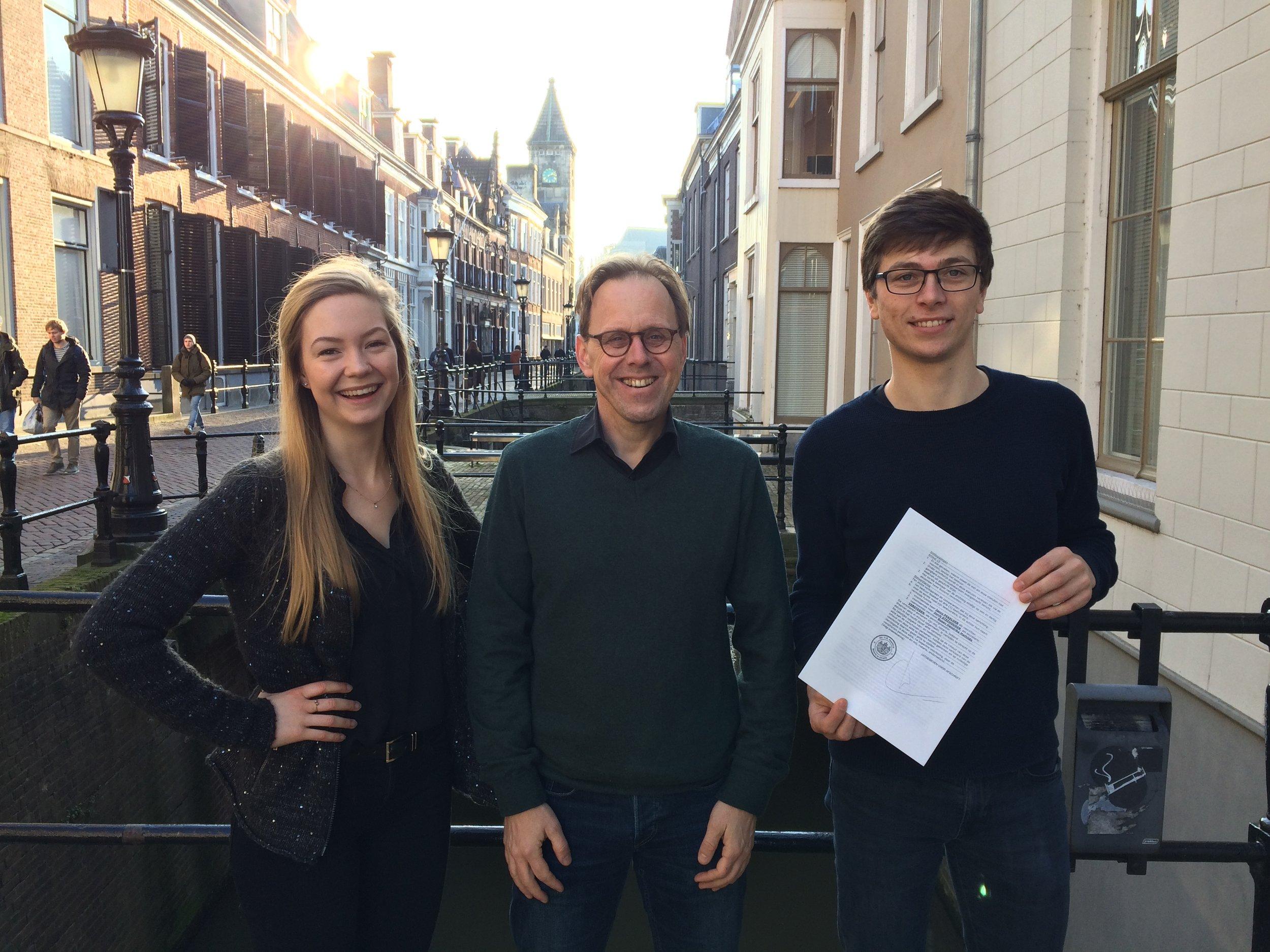 Het bestuur bestaat uit (v.l.n.r.): Susan Verstegen MA (penningmeester), Prof. dr. Jacco Pekelder (voorzitter), Jorrit Steehouder MA (secretaris)