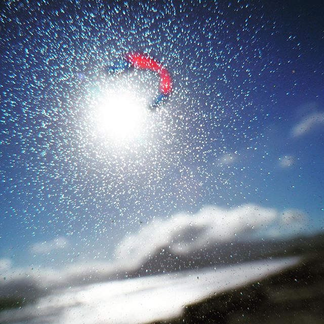 Brighten your picture! Refuse to be blurred; agree and adjust your vision! #Ullmankite #Ullmankiteboarding #Ullman #passionatplay #letskiteboard #kiteboarding #kitesurfing #kitelife #gokiting #kiteboardingaroundtheworld #capetownmade