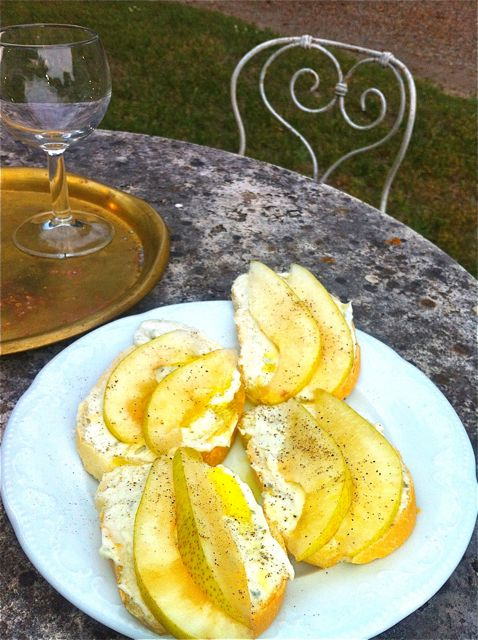 m-villa-pear-and-cheese-appetiser.jpg