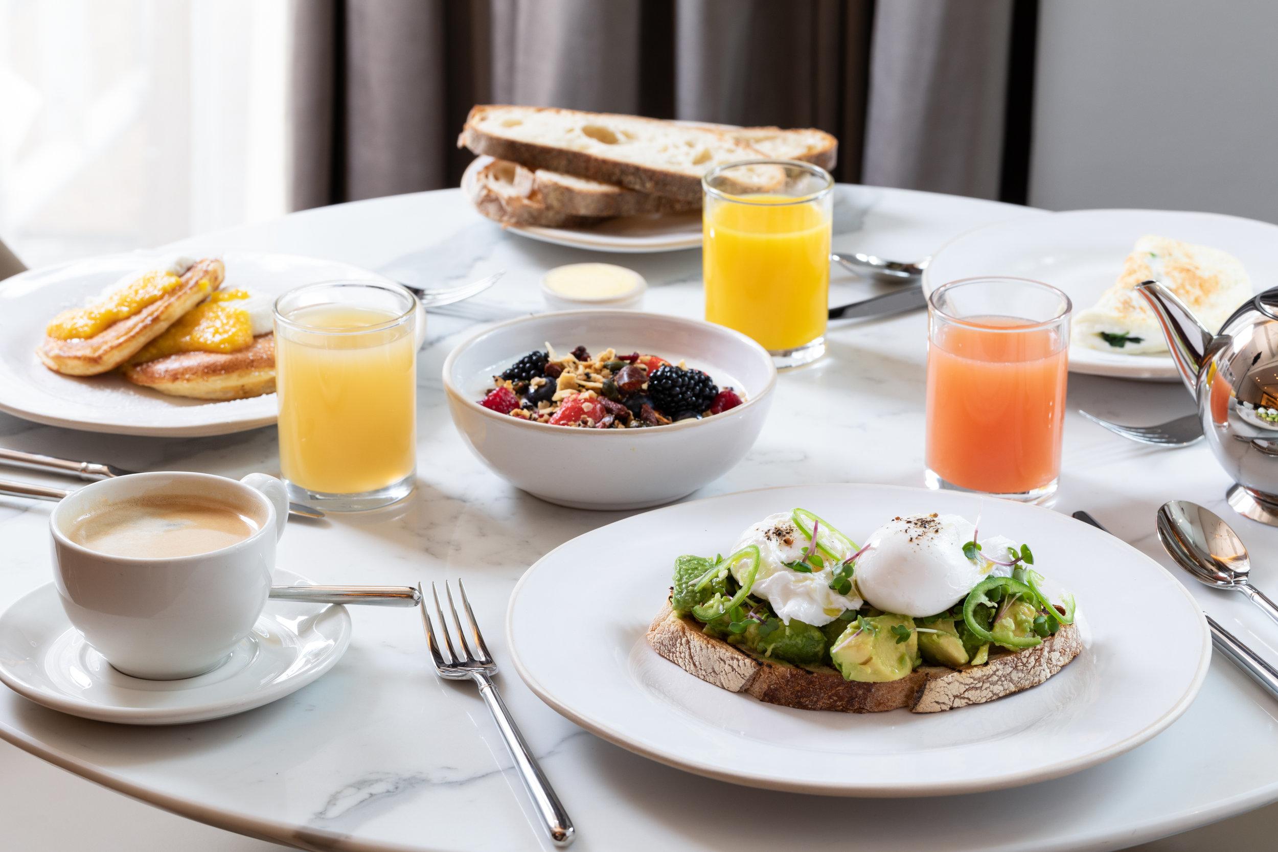 HolmesHotel_BreakfastALC1.jpg