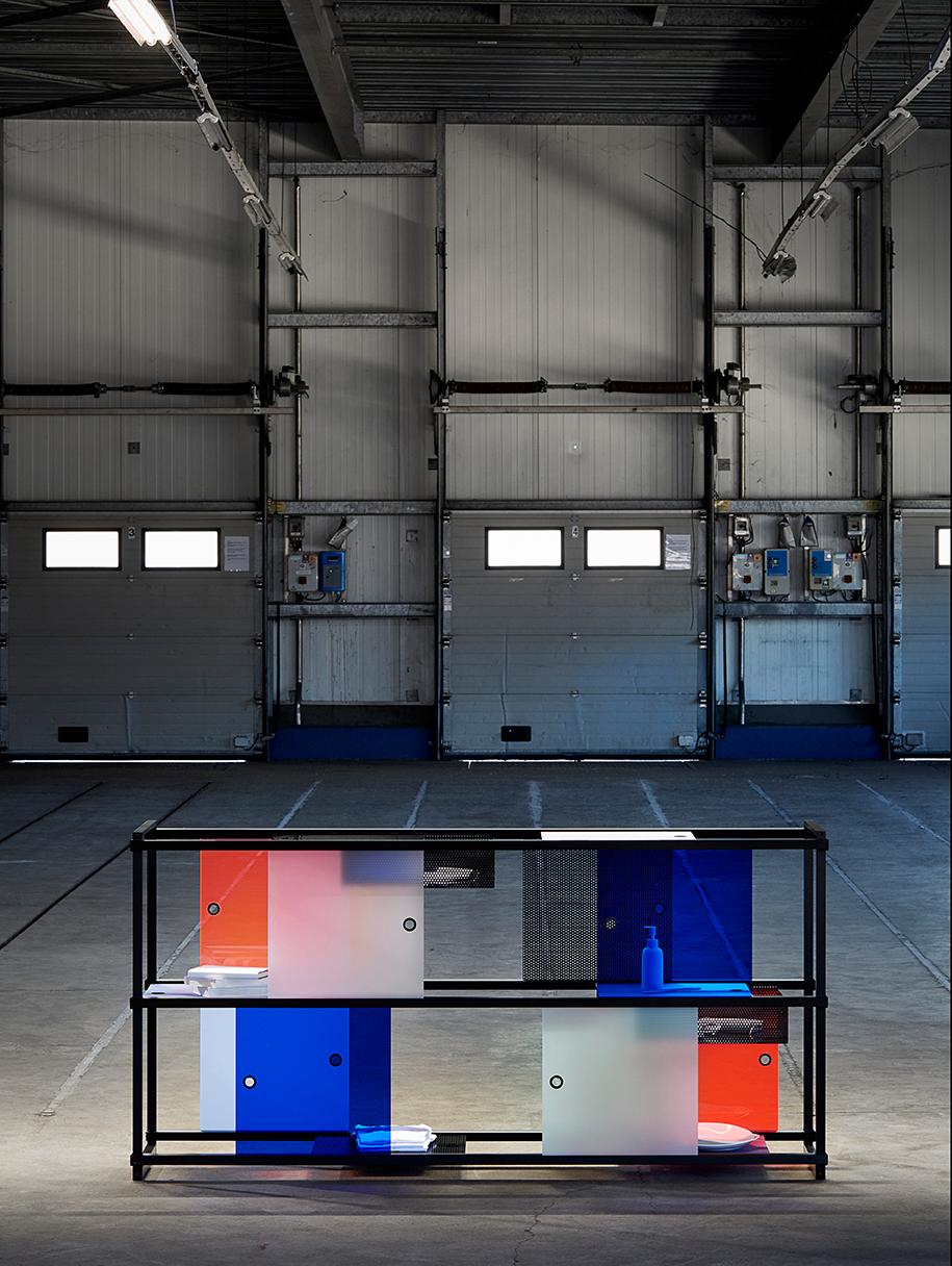 wanderlust_cabinet_explorer_black_modular_design_leandra-eibl_dutch_design_week_design_academy_graduation_show_campina_2018_1.png