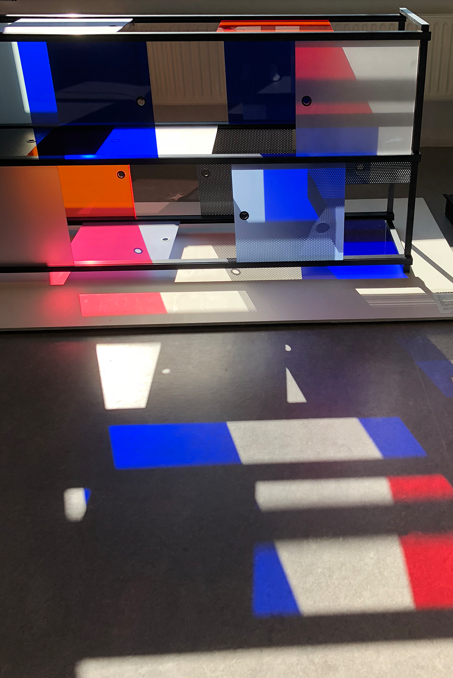 wanderlust_cabinet_explorer_black_modular_design_leandra-eibl_dutch_design_week_design_academy_graduation_show_campina_2018_9.png