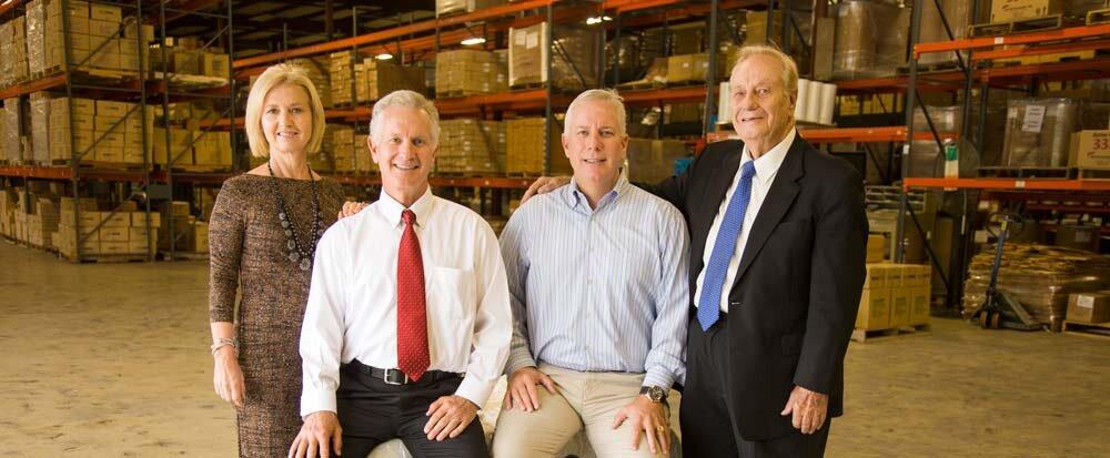 CFO Carolyn McClure Robinson,总裁Steve McClure,VP Mark McClure和创始人Robert J.R.McClure