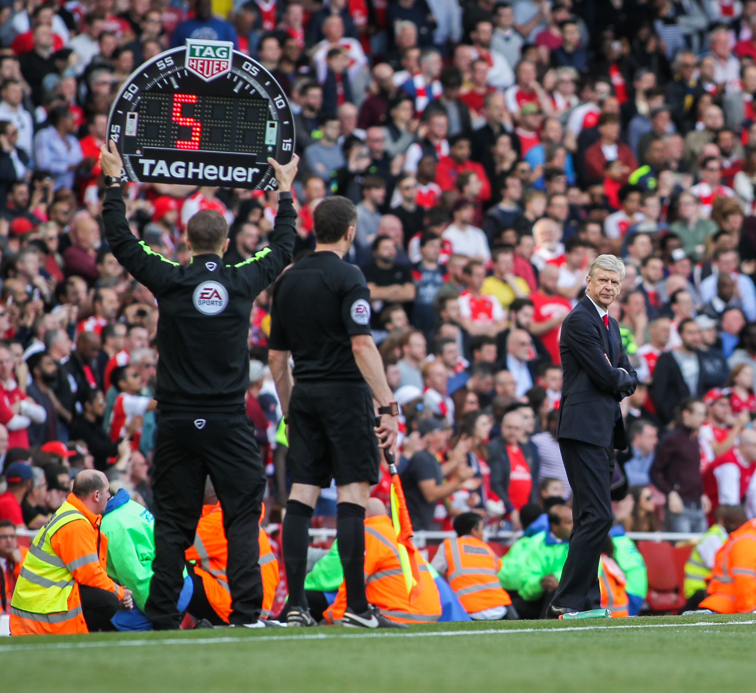 Arsenal manager Arsene Wenger gets helpful reminder from fourth official Craig Pawson of his team�s final Premier League position at the end of their last game of the season against Everton.Photo by Jim Steele  21 May 2017