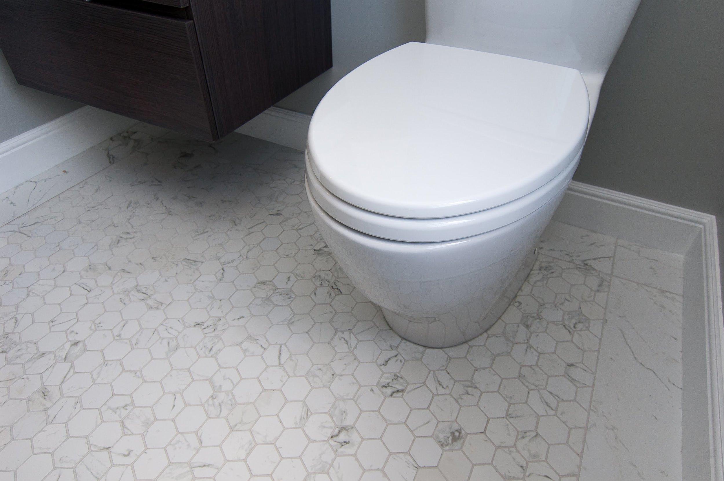 vanity & toilet.jpg