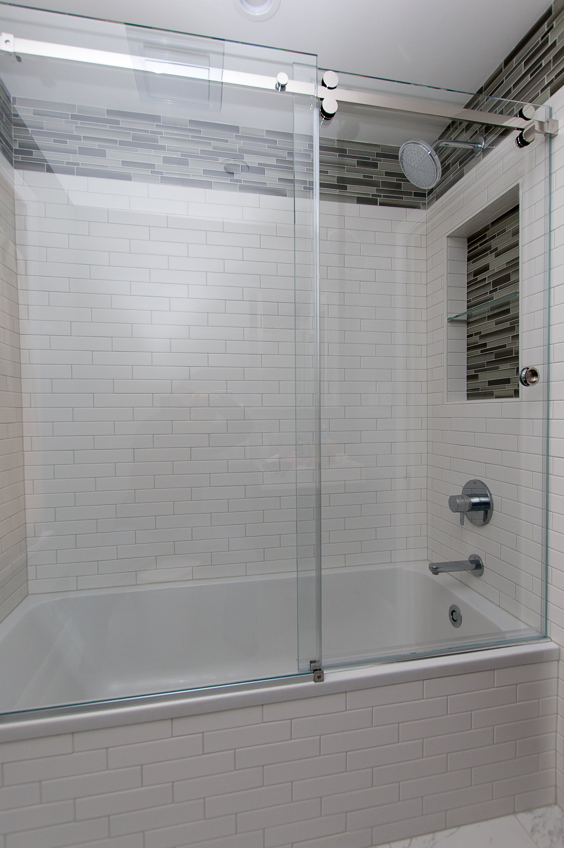 Full shower with glass.jpg