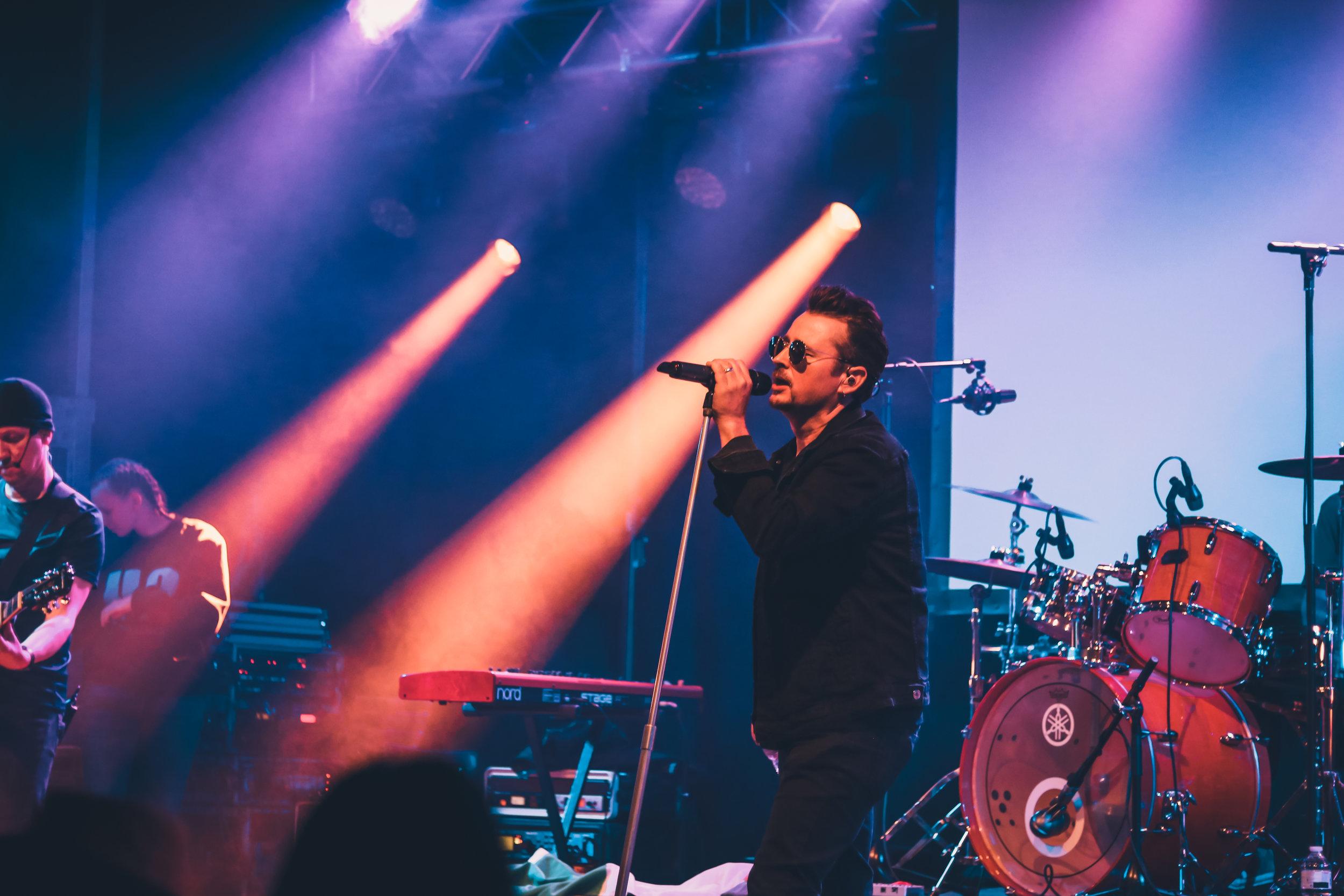"20:30 U2BE - THE BELGIAN U2 EXPERIENCE (B) - ""U2be - The Belgian U2 Experience"