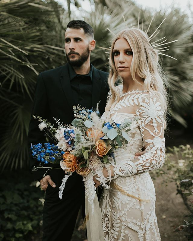 Don't mind us, just over here still swooning over this dramatic bridal look. Nothing gets rid of the Monday morning blues better than a fierce ass couple! • • • • • • Hosts: @kcmaye + @onethreeevents Rentals: @stockroom_picks Florals: @picked_floristry  Sunset bride gown: @ruedeseinebridal Hair: @bridalbuns + @tannermathewsonhair * Makeup: @desiraemichellemakeup + @cassmakeup * Design & Coordination: @onethreeevents Cake: @rachelmakesit Invitations Suit: @dottheicrossthet Neon + yard games: @twolittledoves_ Signage: @onethreemakes Venue: @historicsevensycamores Sunset couple: @tannermathewson_ + @blakemathewson11  Photographer: @kcmaye #123shootout • • • • •#californiawedding #goldenwedding #californiasunwedding #dramaticweddingmakeup #dramaticcaliforniwedding #eventcoordinator #fresnowedding #visaliawedding #cloviswedding #centralcalleywedding