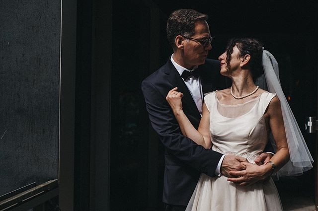 // losing my mind. #hutmannhochzeiten . . . #wedding #weddingphotography #weddingdress #streetstyle #weddingphotographer #weddingbells #love #happiness #bride #streetphotography #fashion #weddingseason2018 #weddinginspo #weddinginspiration #photos_for_remmember #happines #congratulation #weddingday #weddingideas #groom #weddingseason #weddinghair #weddingflowers #weddingtime #weddinggoals #weddingfun #photography #hochzeitsfotograf #sensual_shots