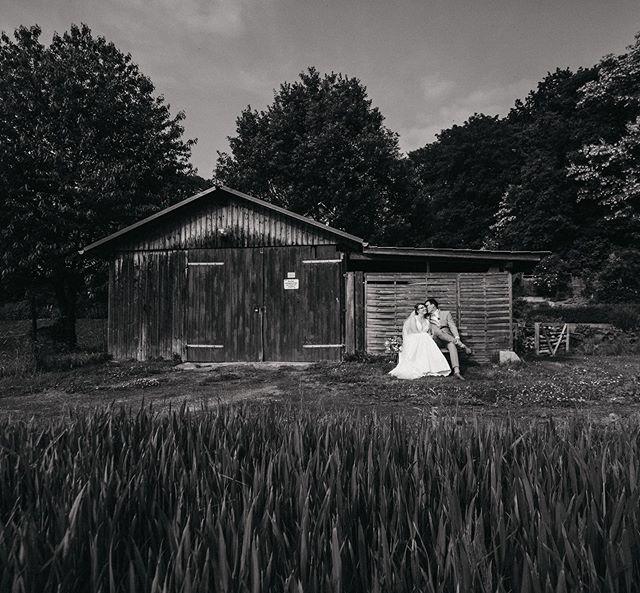 // juliane & martin. #hutmannhochzeiten . . . #weddingphotography #weddingphotographer #wedding #weddingday #photography #weddingseason #hochzeitsfotograf #weddingdress #weddinginspiration #weddinginspo #weddingideas #weddinggoals #hutmannhochzeiten  #weddingfun #weddingtime #love #blackandwhite #meine_art #weddings #bnw #hochzeit #blackandwhitephotography #weddingphoto #monochrome #blackandwhitephoto #bride #instawedding #hochzeitsfotografie #bnwphotography