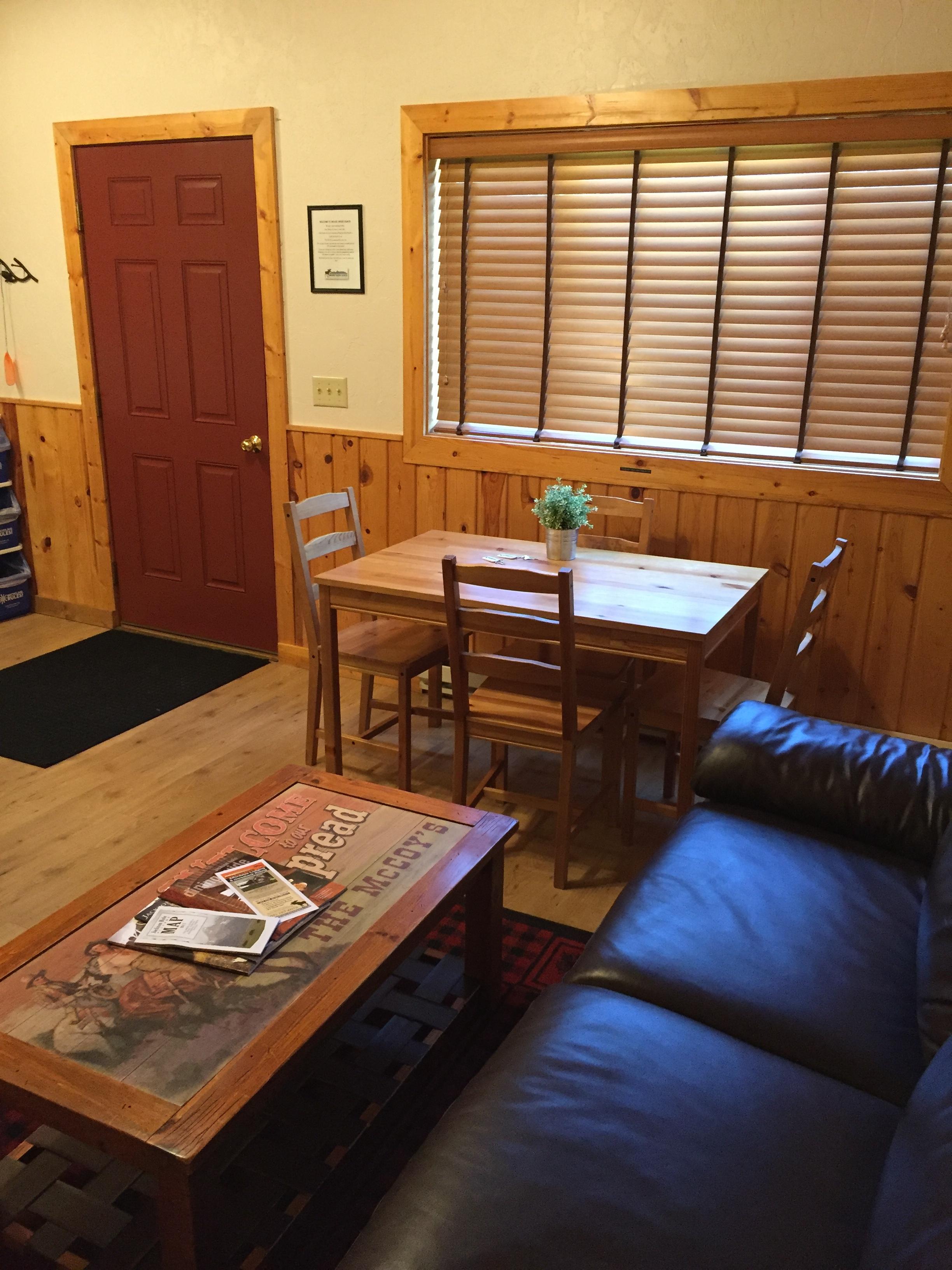 SR-twin-cabin-livingroom.JPG