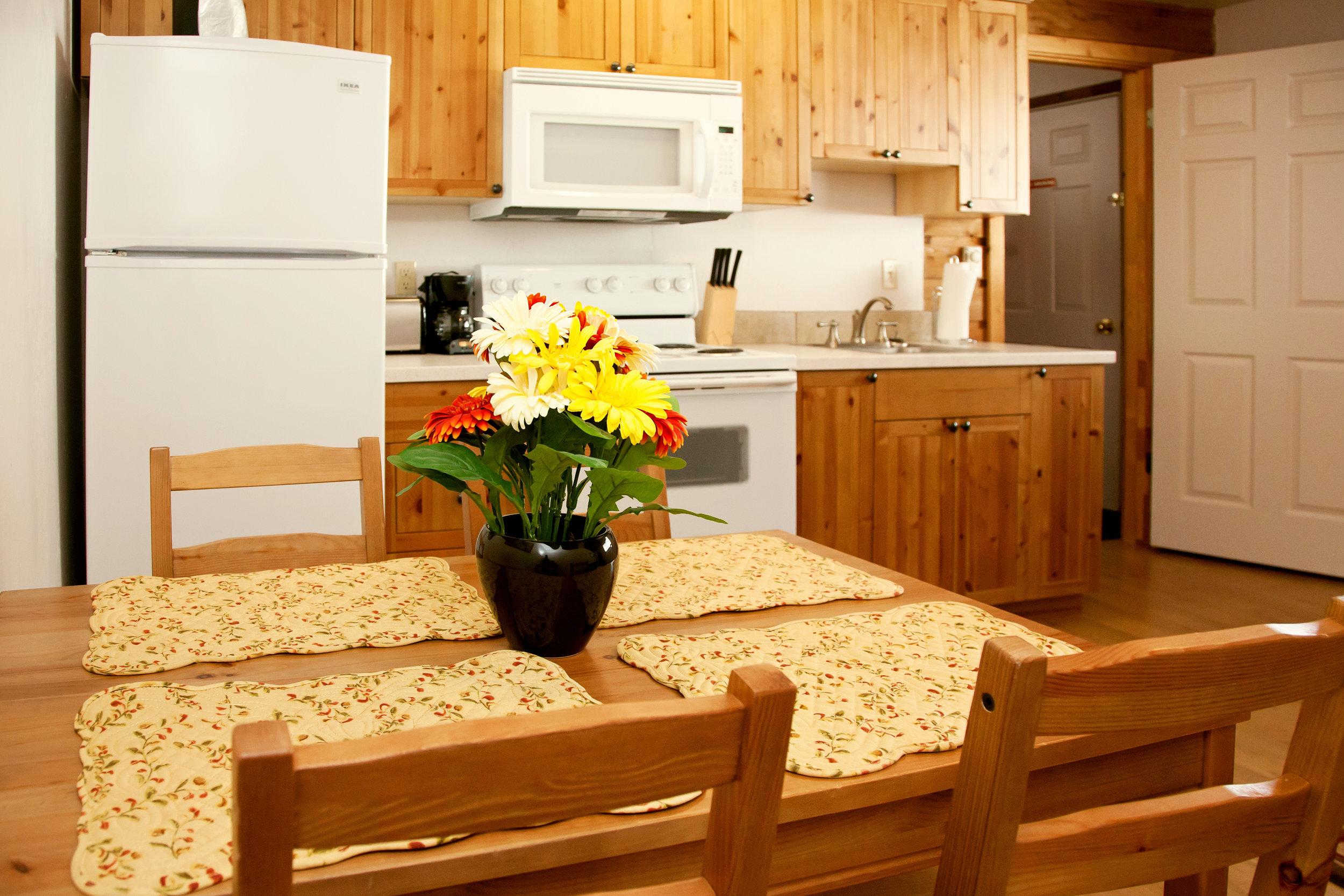 SR-twin-cabin-kit-table.jpg