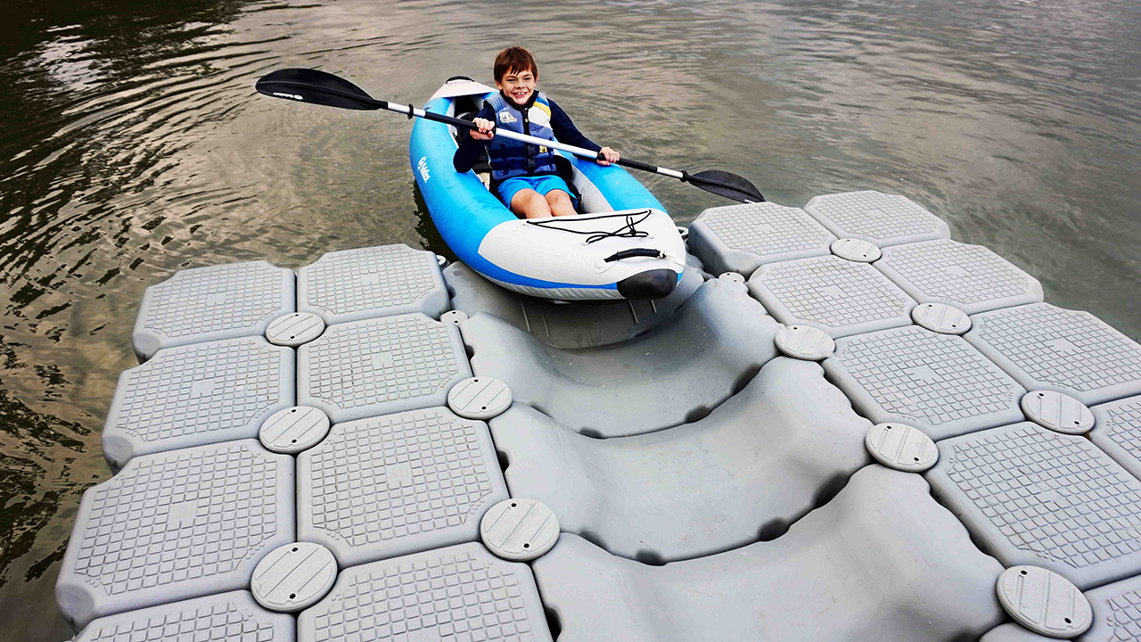 Quality construction - Lightweight and super-strong with anti-slip treads for traction. Resistant to mold, mildew and rotting. FloatBricks are built for life on the water.