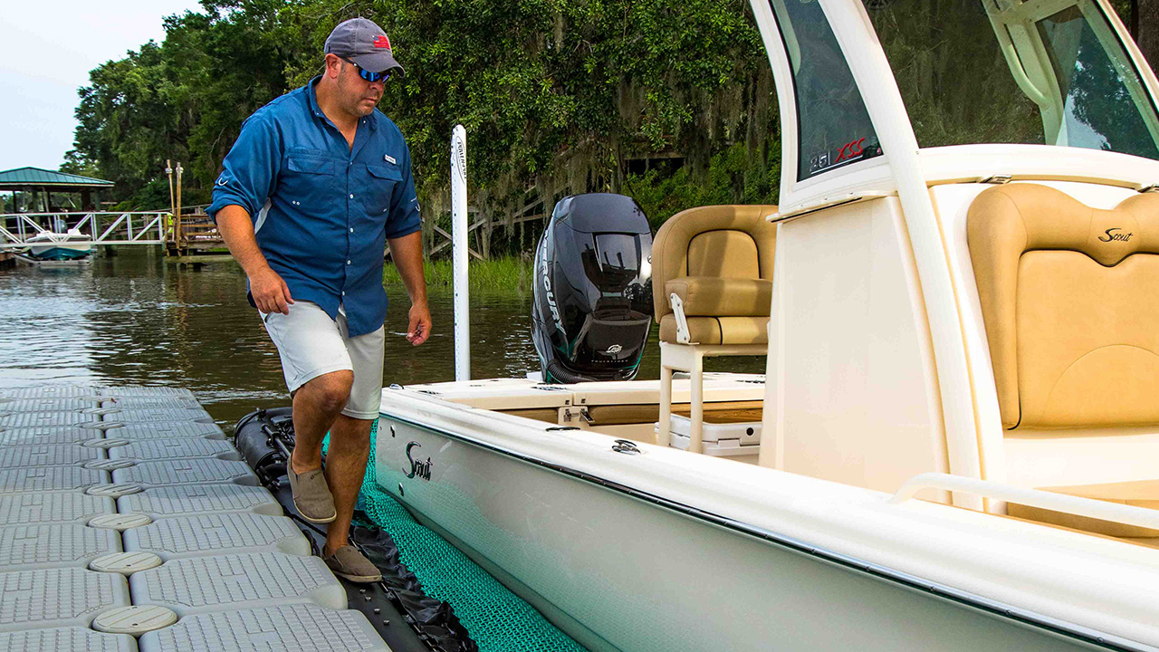 Go ahead, step on it - With its sturdy high-density polyethylene frame, SeaPen delivers 360° of walkable access, including an optional aluminum walkway.