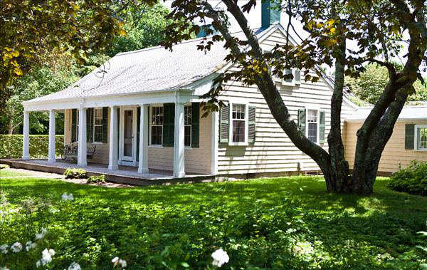 20 Main Street. (*NOT on House Tour in 2018 but an example of a well known historic Main Street house) ©https://www.nantucketpreservation.org-main-street-sconset-3260