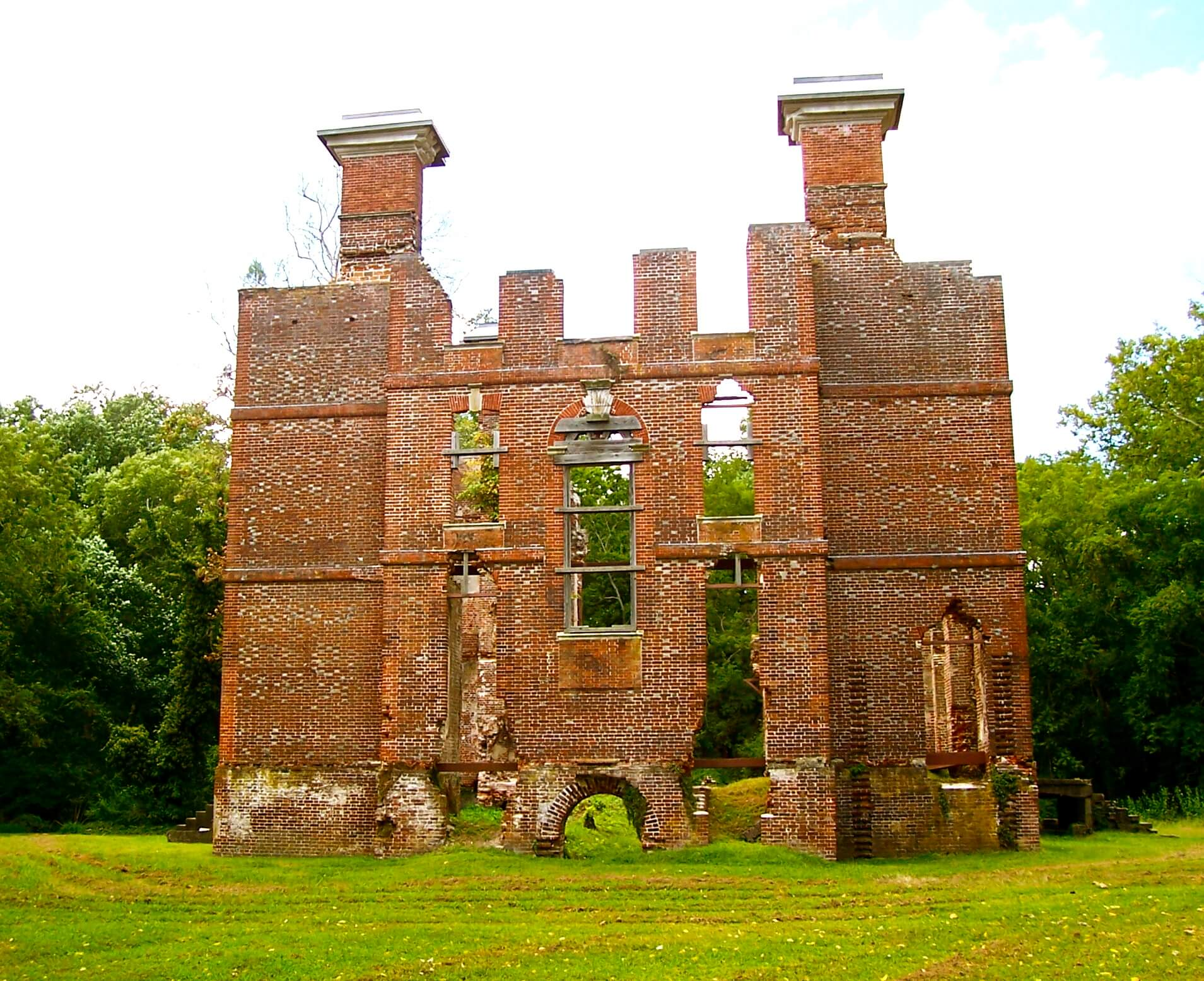 Rosewell in ruins. Photo Credit: By Agadant - Own work, CC BY-SA 3.0, https://commons.wikimedia.org/w/index.php?curid=8266259