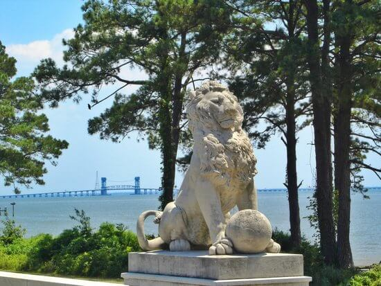 One of Anna Hyatt Huntington's Four Lions at Lions Bridge, Mariners' Museum and Park. Newport News on the James.© tripadvisor