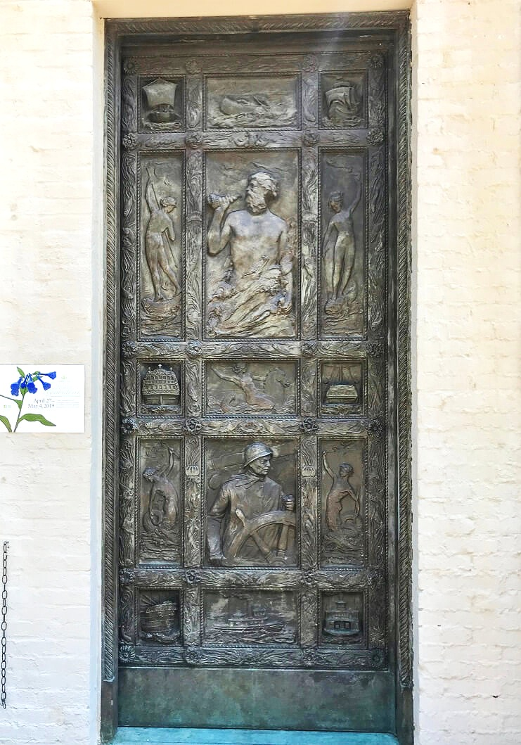 The other bronze door—with Garden Tour sign!—at the original entrance to the Mariners' Museum. See above photo caption for explanation and history. ©betsygibsondesign