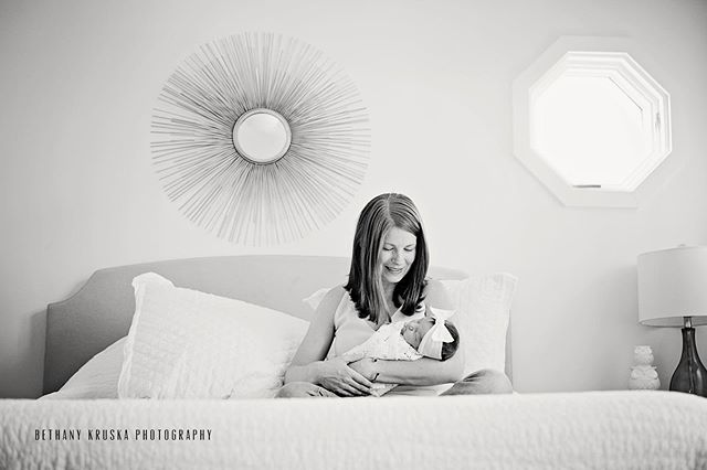 You might not know it but I'm always hanging out at the foot of your bed waiting for a photo op. #chicagonewbornphotographer #chicagophotographer #chicagoportraitphotographer #winnetkaphotographer