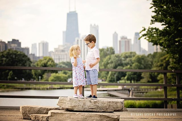 Just a sibling chat on a rock in LP #chicagoportraitphotographer #chicagofamilyphotography #winnetkaphotographer #lincolnpark