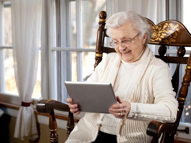 old-elderly-woman-tablet.jpg