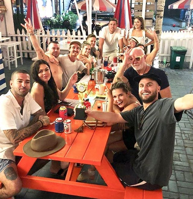 FUN, FRIENDS, FOOD! 🎉🙌🍔🍺 My 3 Favorite F Words, What's yours? 😁 . . . @followthefishtv @chloechapman  #bali #seminyak #love #shooters #shootersbali #games #drinks #food #minigolf #play #fun #friends