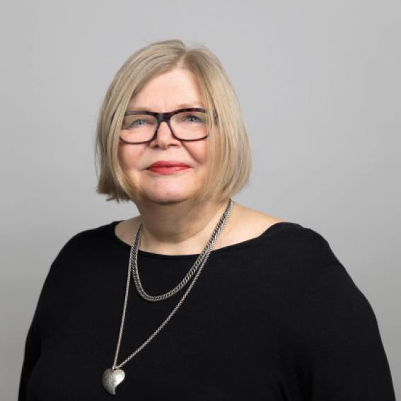 Ingeborg Moen Borgerud    Partner i advokatfirmaet Arntzen de Besche AS   Styrets nestleder siden 2010, styremedlem siden 2006. Ingeborg er advokat med møterett for Høyesterett. Hun har bred erfaring fra styrearbeid, og har bl.a. vært styreleder i Eidsiva Energi og NSB.
