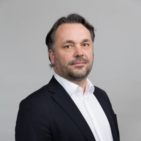 Anders Roger Øynes    Adm. dir. i AT Skog SA   Styremedlem siden 2013. Anders er utdannet elektroingeniør med mastergrad innen strategi og ledelse fra BI og EMP fra INSEAD. Han er styreleder i flere selskaper innen IKT og skogbruk og har toppledererfaring fra energi-, transport- og telekomsektoren.