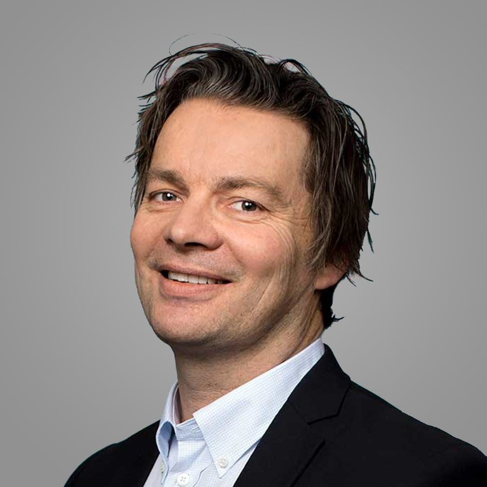 Sindre Landmark    Salgsdirektør konsern   Sindre er utdannet sivilmarkedsfører fra BI innenfor salg og markedsføring. Han har bred erfaring fra ulike lederroller innen bank, finans og inkasso, blant annet fra Intrum Justitia og Lindorff.