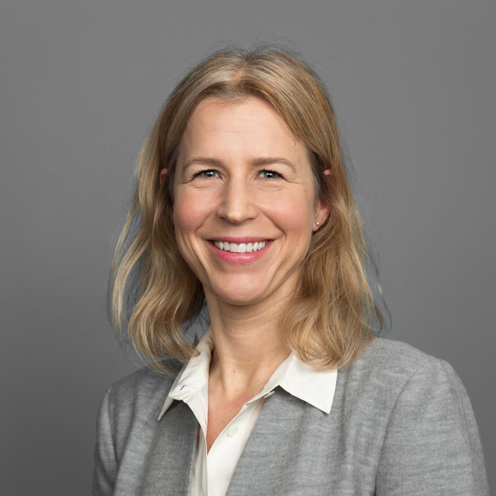 Hege Moe Tveit    Produktutviklingsdirektør   Hege er utdannet sivilingeniør innen telekommunikasjon fra NTNU og har en Executive MBA i strategisk ledelse fra NHH. Før hun kom til Ambita var hun 16 år i Telenor, blant annet i ulike lederroller innen utvikling og drift.