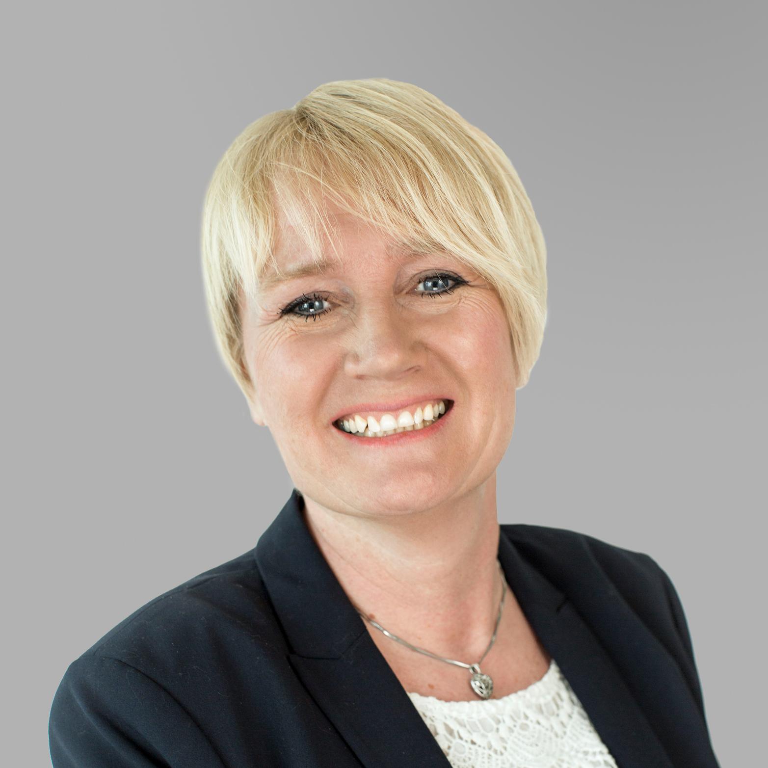 Anny Margrethe Bratterud    HR direktør   Anny er utdannet dataingeniør, og har en  Master i Teknologi og Ledelse fra BI. Før hun kom til Ambita hadde hun flere lederstillinger innen IT. I Ambita har hun hatt flere roller før hun i 2011 ble HR direktør.