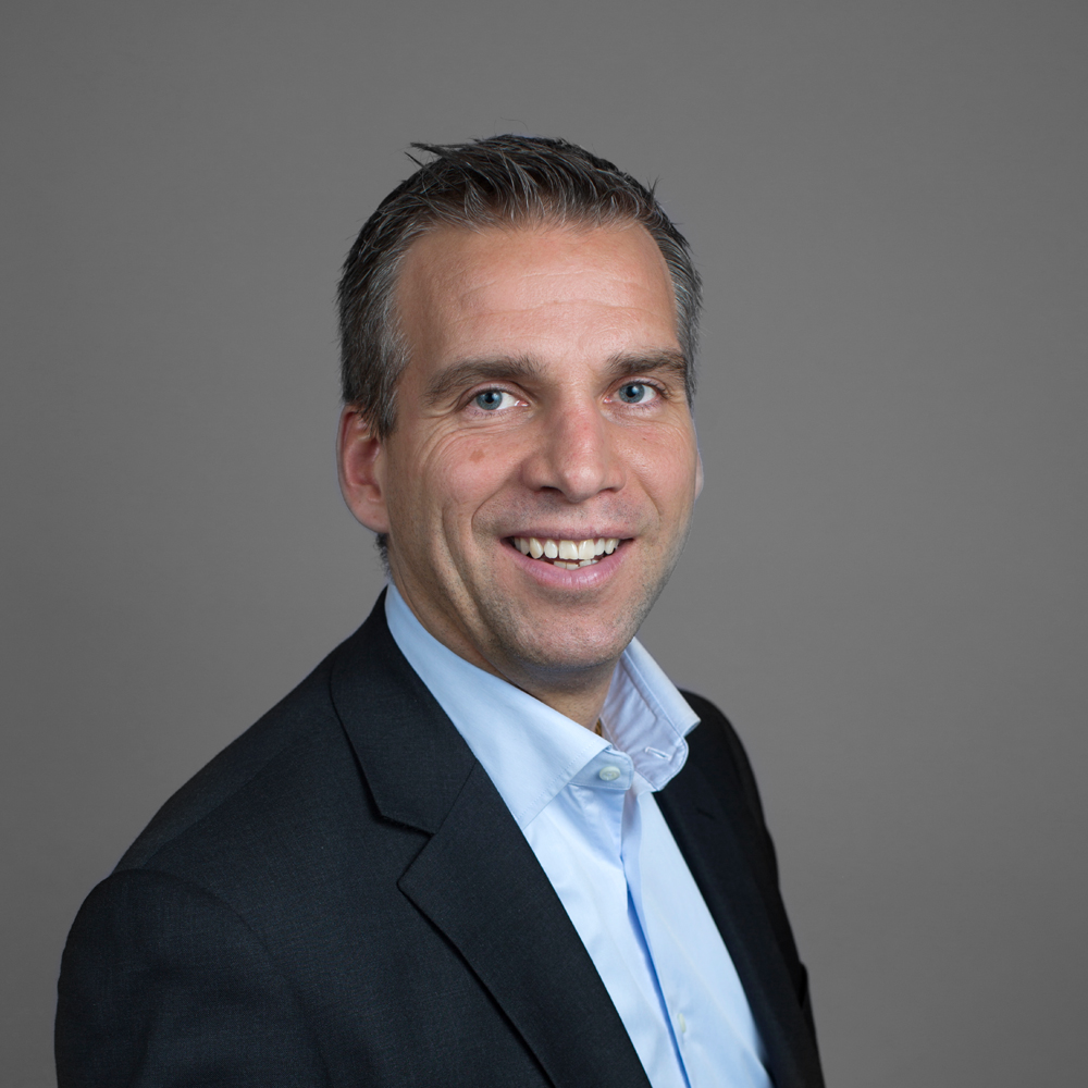 Arild Elverum    Salgsdirektør   Arild er utdannet Siviløkonom fra BI og har bred erfaring fra ledelse, salg og markedsføring innen IT og telecomsektoren. Før han kom til Ambita har han jobbet med digitalisering og omstilling til nye forretningsmuligheter i selskaper som EVRY, Microsoft, Nokia og Telenor.