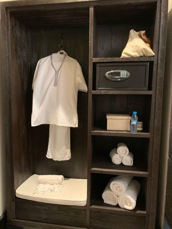 Spa suite dressing room.jpg