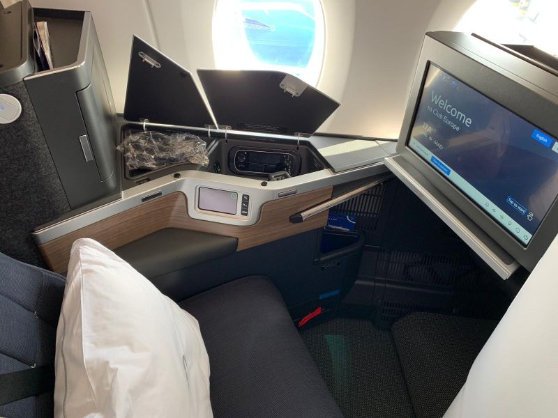 BA Lie flat Club Suite Business Class bed
