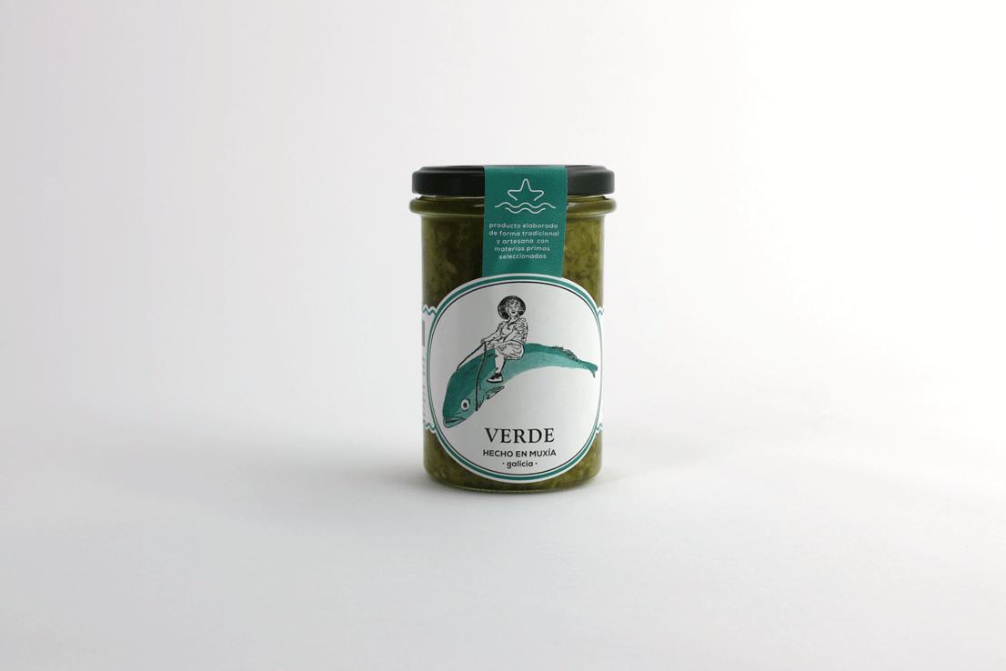 SALSA VERDE - Es la mejor manera de traer a nuestro paladar el recuerdo de la tradición marinera de la Costa Da Morte. La recomendamos para acompañar todo tipo de moluscos como almejas o mejillones, y un sinfín de pescados. Además, te sorprenderá su utilización en salteados de pasta o de verduras.RECETAS COMPRAR