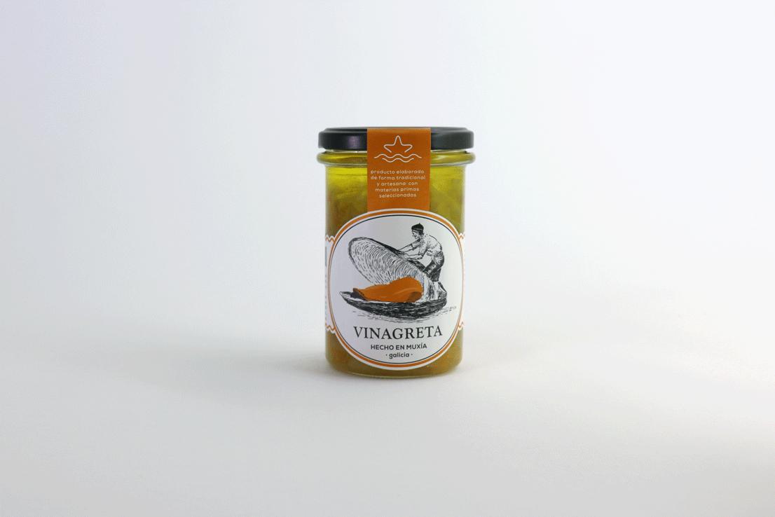 SALSA VINAGRETA - Vinagreta, muy suave de vinagre, con cebolla y zanahoria semi-confitada. Esta salsa es muy versátil, se puede integrar con cualquier producto que se le ocurra y añadirle vinagre al gusto, la recomendamos para mezclar con unos mejillones al vapor, desconchados y limpios, pulpo, una ensalada, etc…RECETAS COMPRAR
